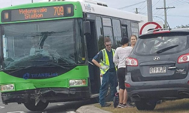 Two people to hospital after bus vs. 4WD on Gold Coast
