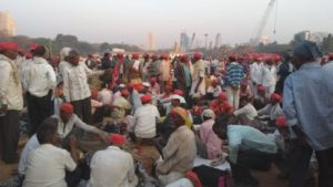 Masses of protesting India farmers converge on Mumbai