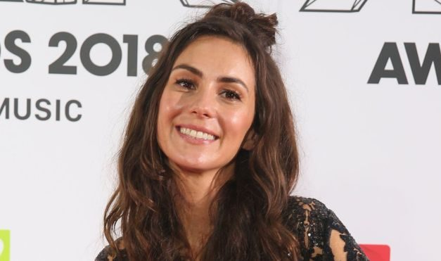 Amy Shark: Stowaways found on singer's bus near UK border