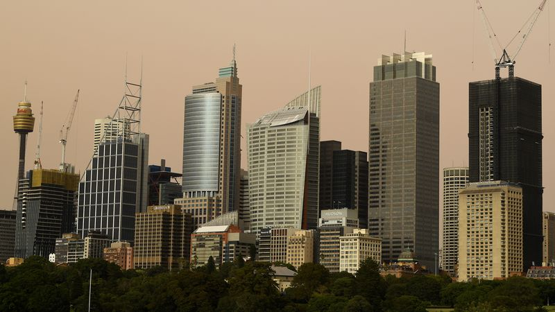 Huge dust cloud swallows Sydney as residents take to social media
