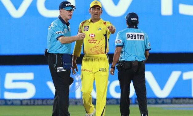MS Dhoni Storms on the field After No-Ball Controversy in Dramatic Last Over between CSK and RR