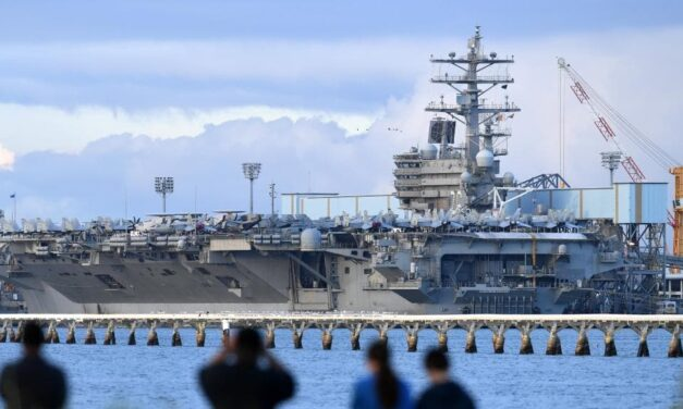 USS Ronald Reagan Leaves Brisbane