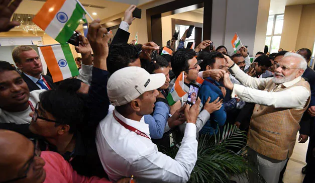 PM Modi Welcomed By Indian Community In Russia