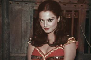 Happy-Birthday-Rekha-15-Rare-Pictures-of-Bollywoods-Timeless-Beauty