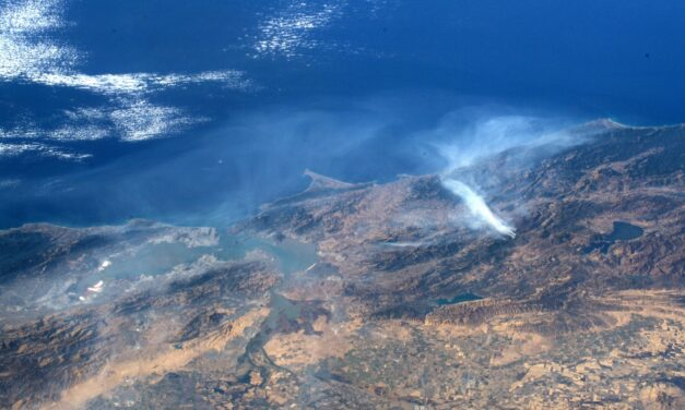 Astronaut Shares California Wildfire Pics from Space