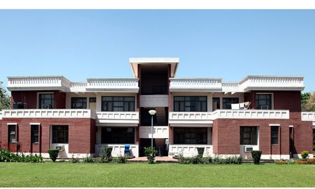 IIT-K asks students to vacate hostels
