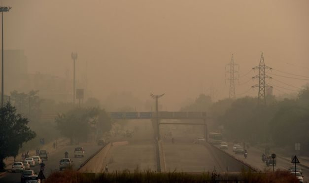 Polluted Delhi has 'become a gas chamber'