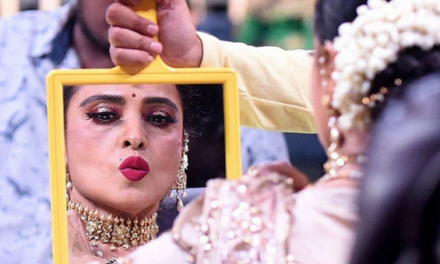 Happy Birthday, Rekha! 7 Times When the Actress kissed